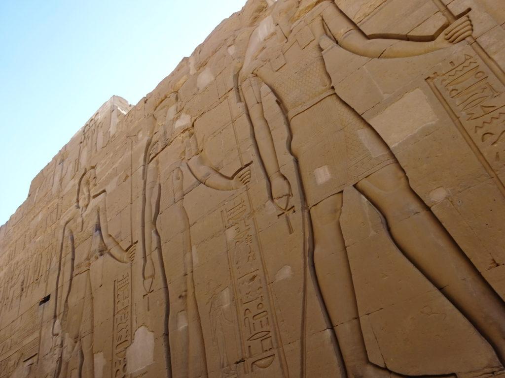 ホルス神殿の巨大壁