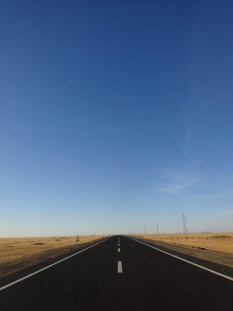 ルクソールーアスワン間の道路
