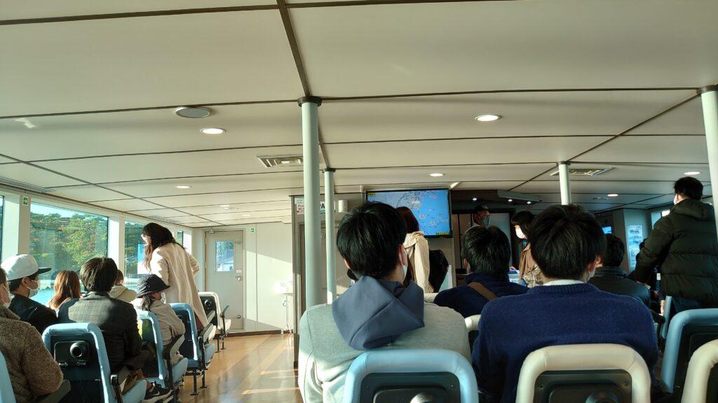 松島遊覧船の船内