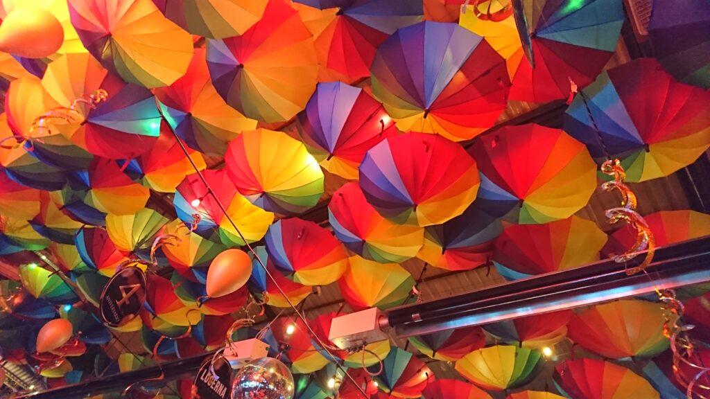Lucerna Comedorの天井のアンブレラ