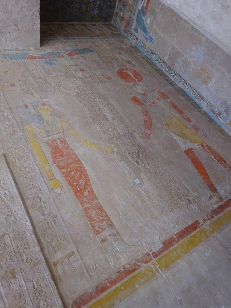 ハトシェプストの姿は壁画から削り取られている