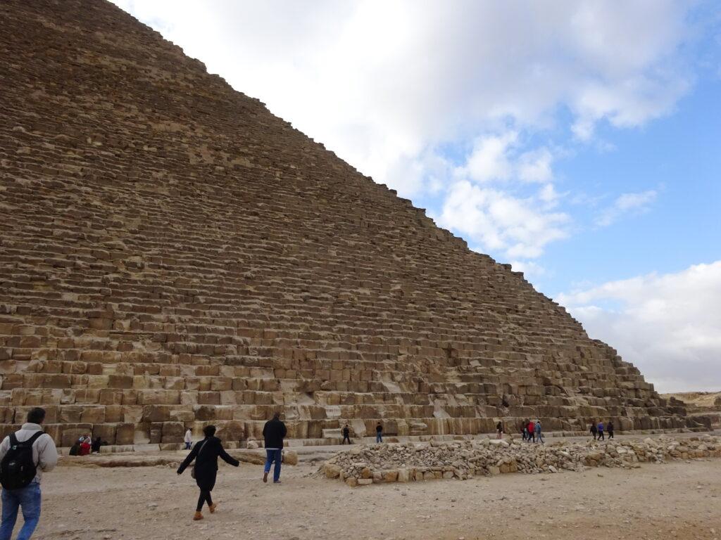 エジプトのギザの三大ピラミッド