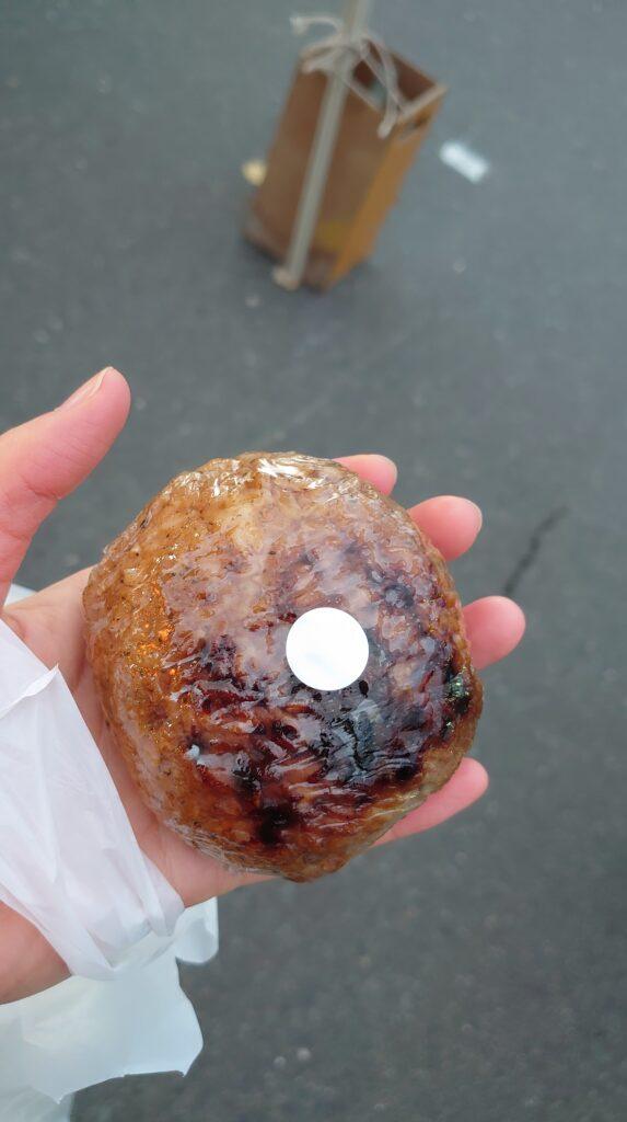 青森県の館鼻岩壁朝市の味噌おむすび