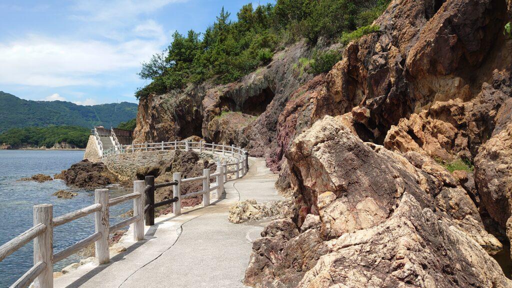 広島県福山市の仙酔島の五色岩